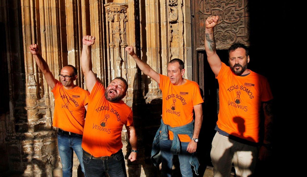 Trabajadores de Vesivius encerrados en la Catedral de Oviedo
