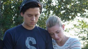 Lili Reinhart y Cole Sprouse en 'Riverdale'