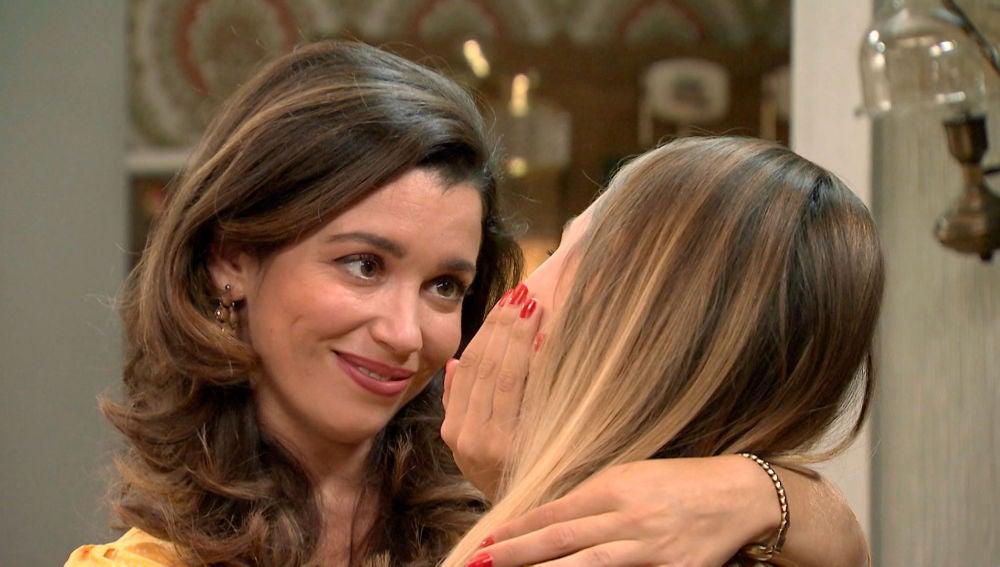 Amelia se refugia en los besos de Luisita para calmar su angustia