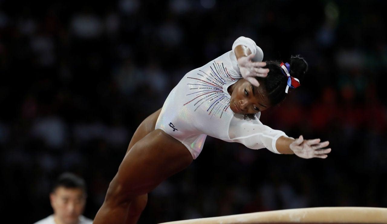 """Simone Biles y el nuevo salto que prepara para los JJOO de Tokio: """"Es muy peligroso, se puede dañar los tobillos"""""""