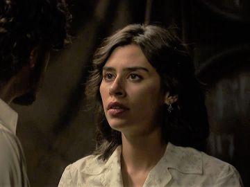 """Avance semanal 'El secreto de Puente Viejo': """"Tengo una duda que me gustaría aclarar, si besa tan bien como yo creo que besa"""", la atrevida pregunta de Alicia a Matías"""