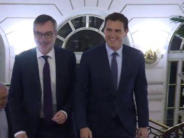 Rivera propone un acuerdo para evitar el desbloqueo... que Iglesias interpreta como de gobierno