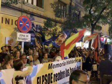 Concentración en Ferraz contra la exhumación de Franco