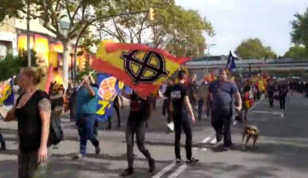 Simpatizantes de la Falange se manifiestan en Barcelona por el Día de la Hispanidad