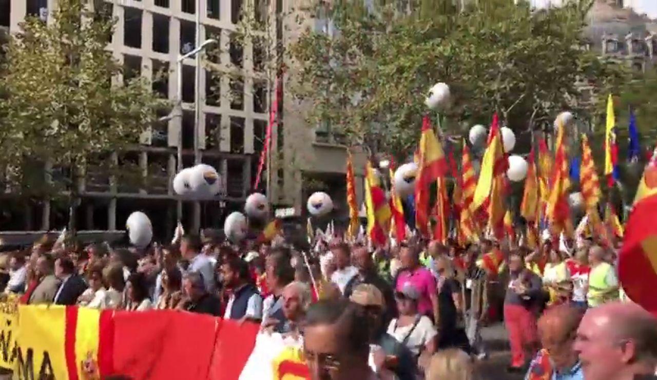 Miles de personas se manifiestan en Barcelona con motivo por el día de la Fiesta Nacional