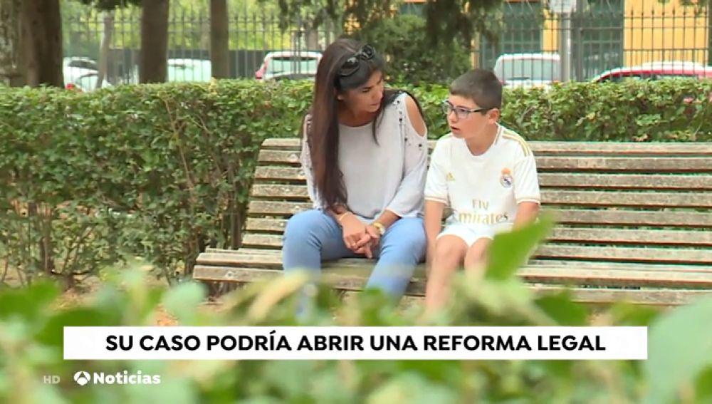 La lucha de la madre de un niño que tuvo leucemia durante siete años para cambiar la ley educativa