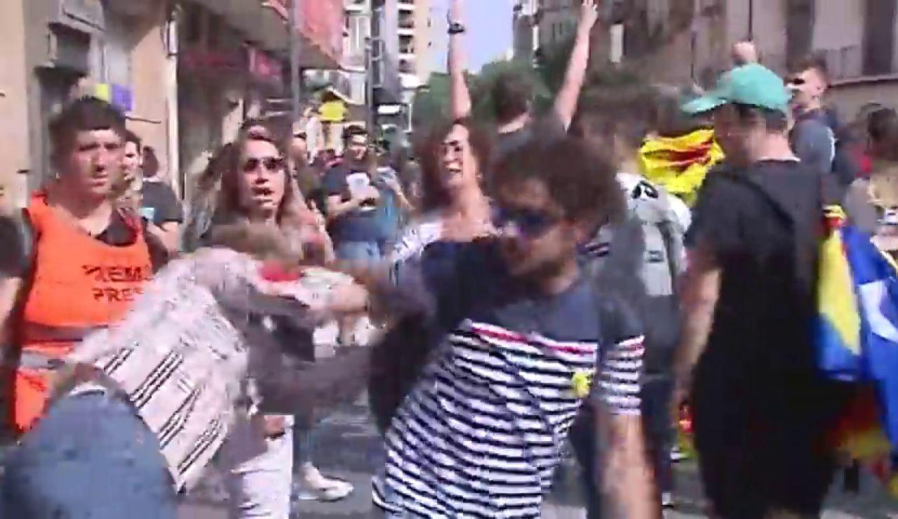 Agredida en Tarragona una señora que mostró una bandera española al paso de una manifestación contra la sentencia del 'procés'
