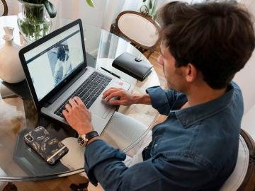 Manuel trabajando en uno de sus proyectos
