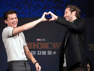 Tom Holland junto a Jake Gyllenhaal