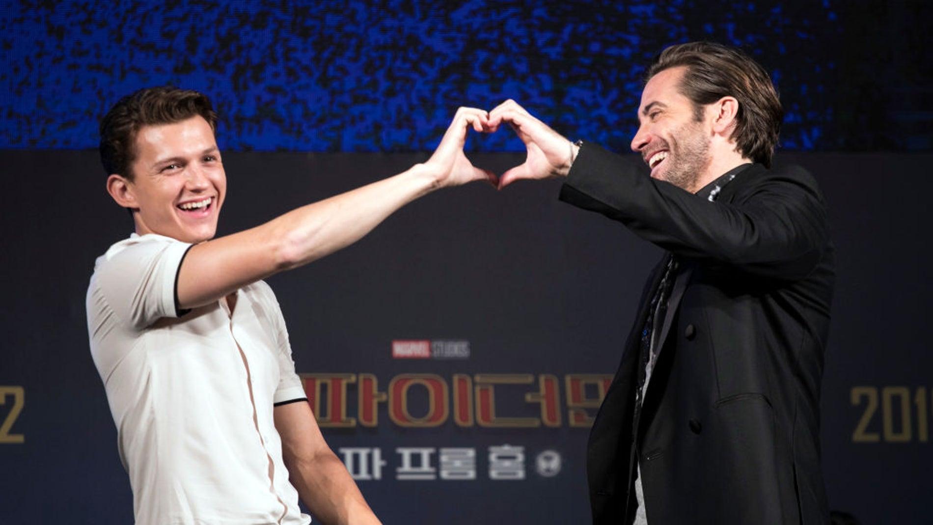 Tom Holland junto a Jake Gyllenhaal