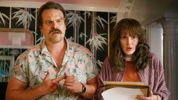 David Harbour y Winona Ryder son Hopper y Joyce en 'Stranger Things'