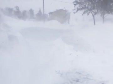 Un fuerte temporal en Estados Unidos deja hasta un metro de nieve en el norte del país