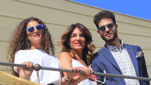 Raquel Bollo junto a su hijos Alma Cortés y Manuel Cortés