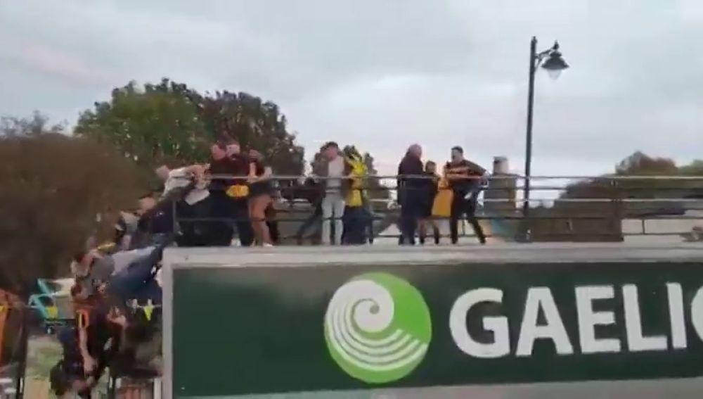 La accidentada celebración de un equipo de fútbol irlandés que pudo acabar en tragedia