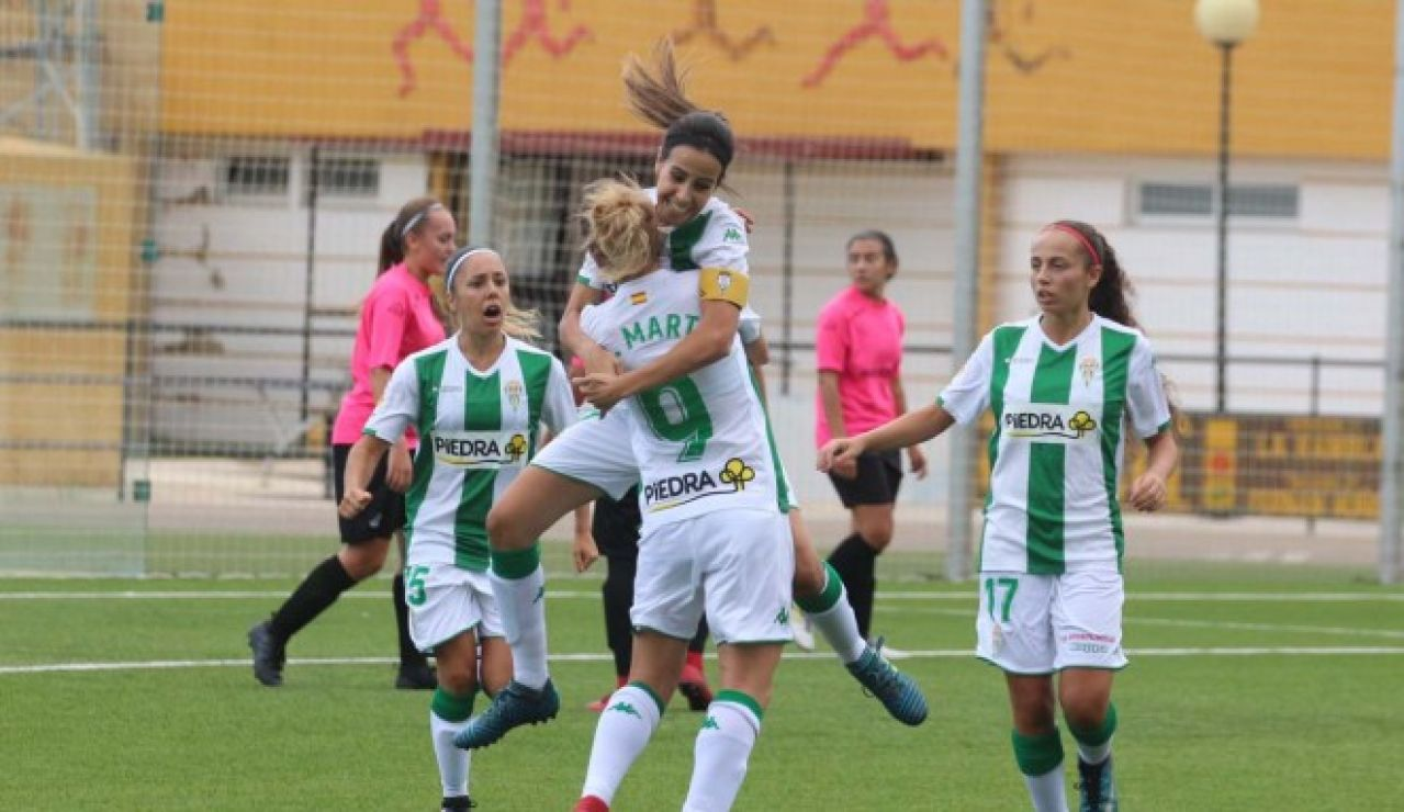 Jugadoras del Córdoba CF femenino celebrando un gol