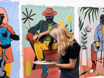 Carla Fuentes en pleno proceso creativo