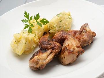 Codornices asadas con puré de patata al alioli