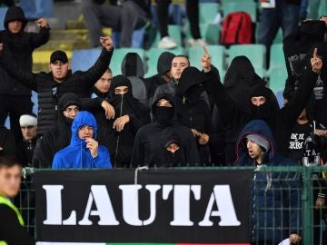 Aficionados de Bulgaria en la grada durante el partido ante Inglaterra