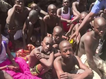 La policía de Nigeria rescata a 67 personas, la mayoría de ellas niños, encadenadas en una escuela islámica