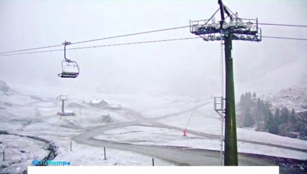 El tiempo otoñal deja las primeras nevadas en la Península