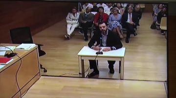 """El yerno de la viuda del expresidente de la CAM y único acusado de su crimen, entre sollozos: """"Prefiero no declarar"""""""