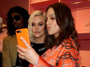 Ashley Graham junto a Khloé Kardashian