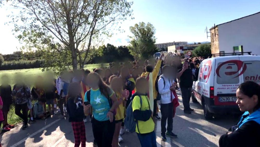Centenares de niños se incorporan a las protestas independentistas en Cataluña