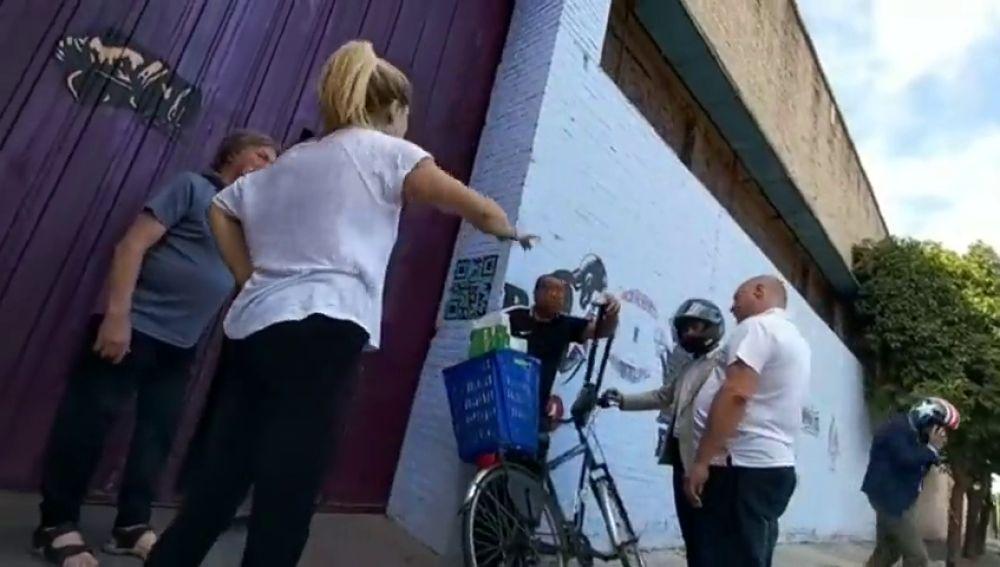 Beltrán Pérez, portavoz del PP en el Ayuntamiento de Sevilla, retiene a un ladrón