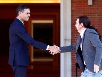 Pedro Sánchez recibe a Pablo Iglesias en Moncloa por los disturbios en Cataluña
