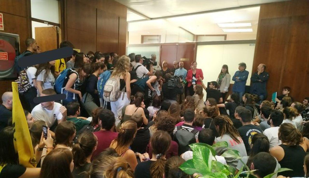 Los estudiantes a las puertas del rectorado