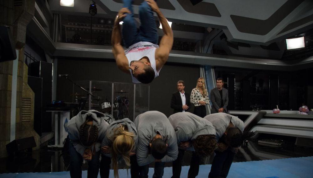 Los gimnastas de 'El Hormiguero 3.0' vuelven a sorprender con acrobacias imposibles