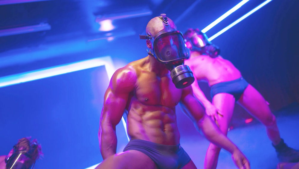 Los 'Toy boy' seducen con un intenso baile en el Inferno mientras Hugo huye