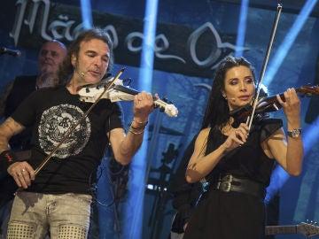 Pilar Rubio y Mägo de Oz interpretan 'Fiesta pagana' en directo en 'El Hormiguero 3.0'