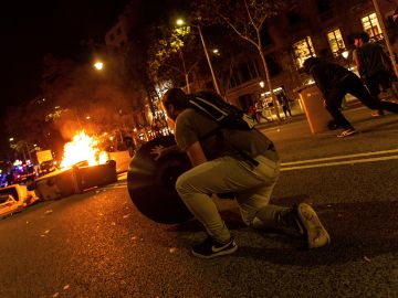 Los manifestantes se enfrentan a los Mossos de Escuadra