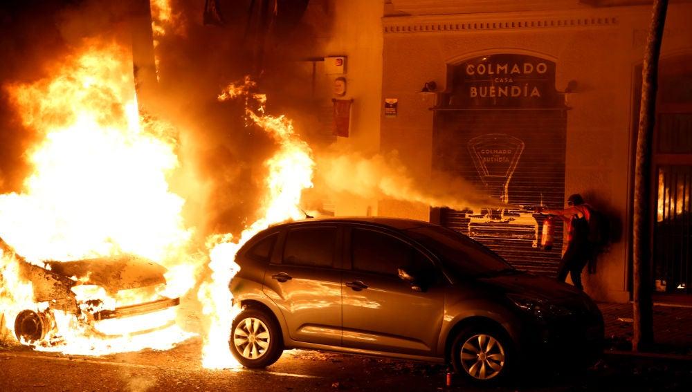 Coches ardiendo en Barcelona