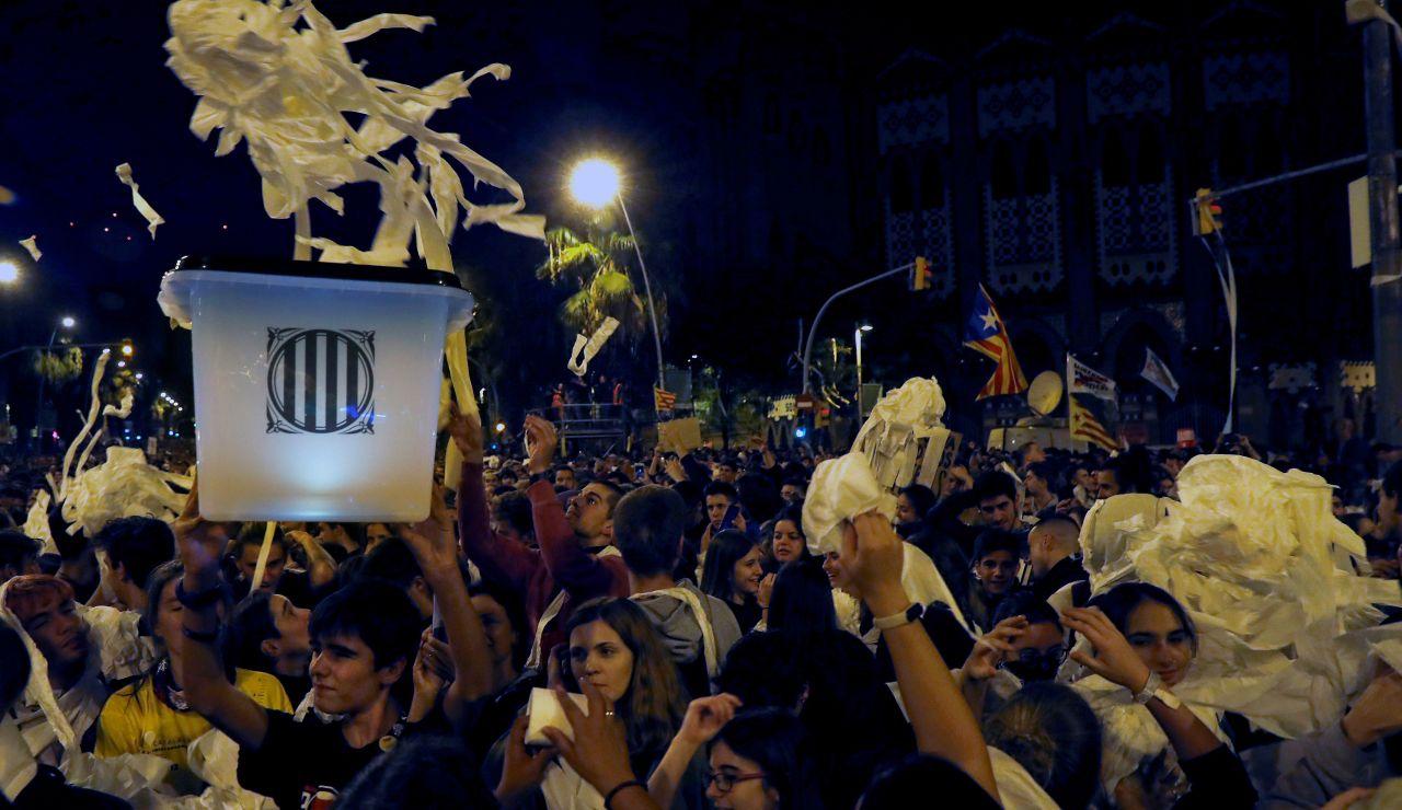Miles de personas se concentran este miércoles en la Gran Via de Barcelona convocados por los Comités en Defensa de la República (CDR)