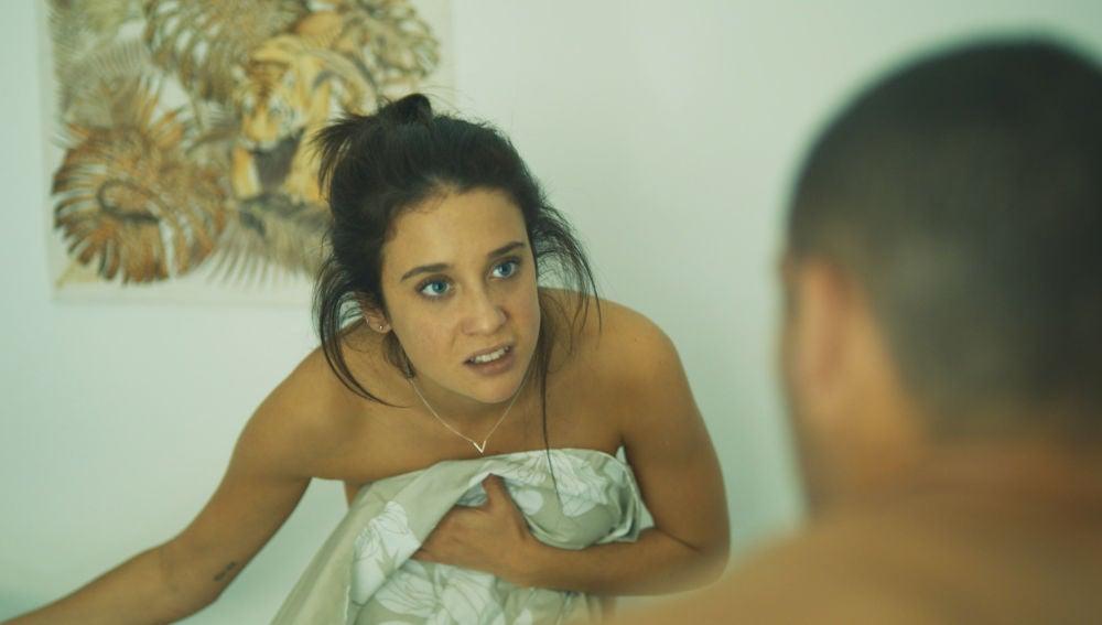 Una asustada Triana echa a Hugo de su casa tras una inesperada confesión