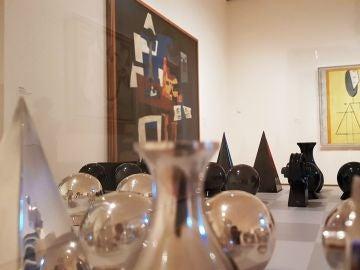 Vista de un ajedrez diseñado por el artista Man Ray