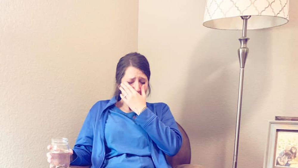 La enfermera llorando