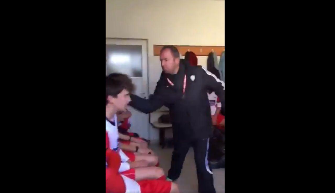 Maltrato de un entrenador turco