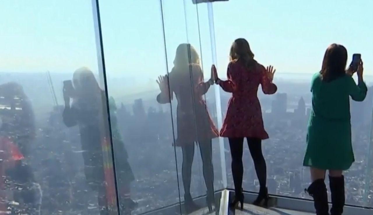 Un mirador transparente en el piso 100