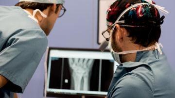Implante de prótesis de muñeca