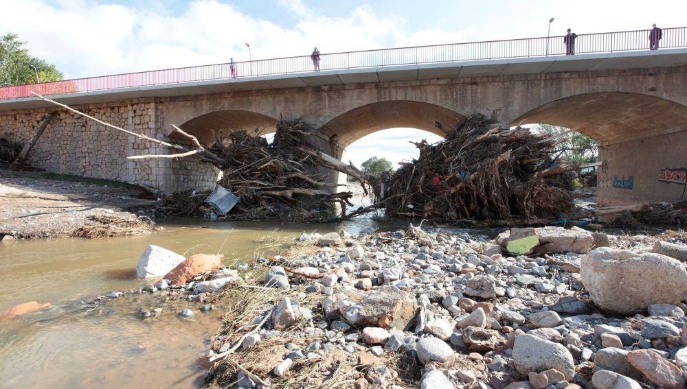Aspecto del puente sobre el río Francolí a su paso por Montblanc