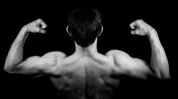 Hombre musculoso (archivo)