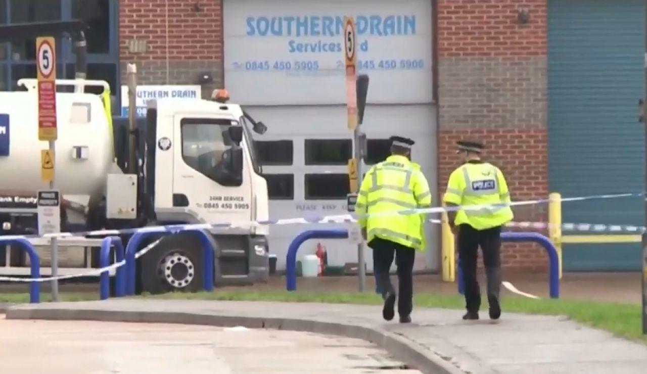 Encuentran 39 cadáveres en un camión frigorífico