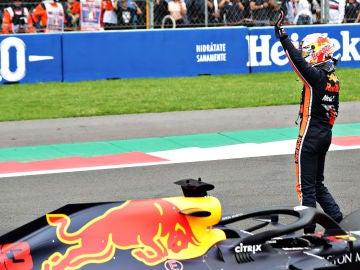 Verstappen celebra su pole en México