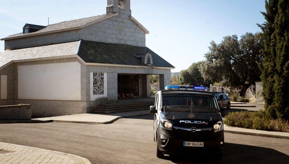 Policía en el cementerio de Mingorrubio