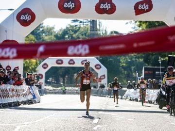 Elena Loyo cruza la meta en primera posición