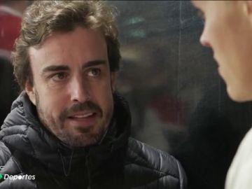 Fernando Alonso se pasa por el Rally de Cataluña y pide consejos para el Dakar