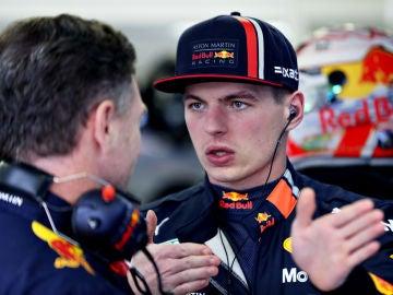 Verstappen habla con Christian Horner